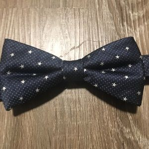 Navy men's bow tie with star pattern